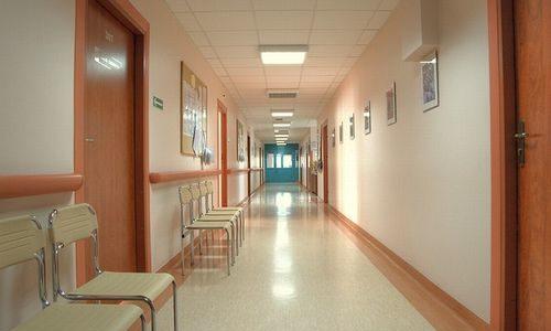 アラフォー夫婦の出産記②~陣痛進まず帝王切開へ 深夜の手術室前で思い出すあの日のこと